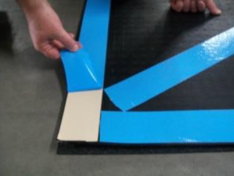 Wiper for wheels of fork and pallet trucks